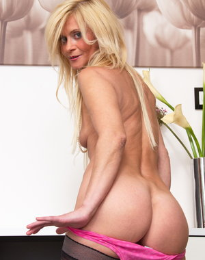 Hot blonde housewife having a dirty mind