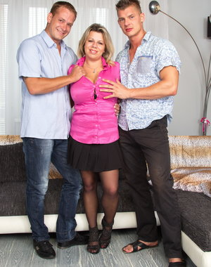 Big breasted housewife Flavia loves to have a hot threesome