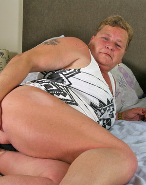 Naughty Dutch BBW playing on bed