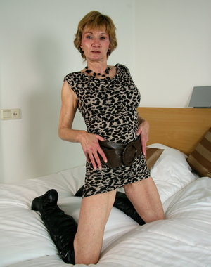Naughty mature lady getting ready to be dirty