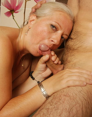 Horny mature slut doing a younger dude