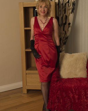 This blonde English mature lady loves to get naked