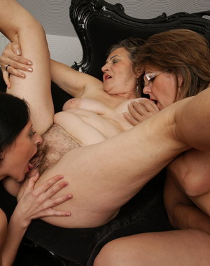 hot lesbian party