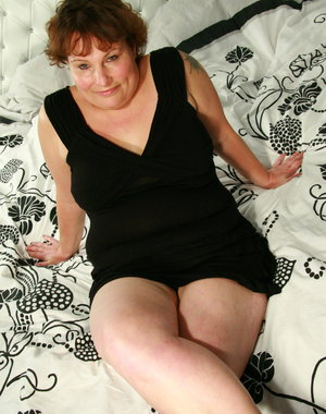 Horny chubby mama playing with her toy on her bed