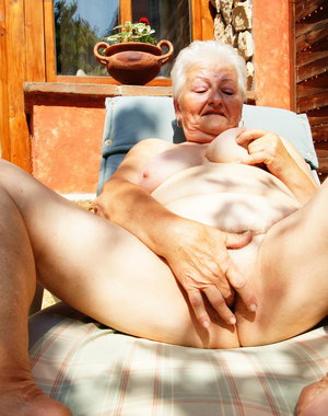 tanning my mature cunt