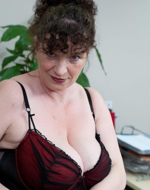 Mature slut with huge boobs does the office