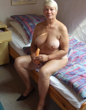 This mature slut loves to play dirty games