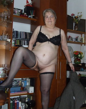 This mature slut loves to get naked