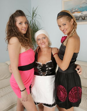 Two babes and a piss loving mature lesbian