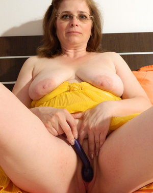 This mature slut loves to get dirty at house