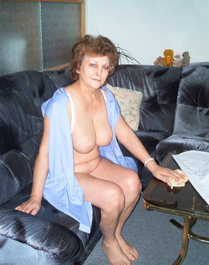 Naughty mature cleaning maid makes it dirty