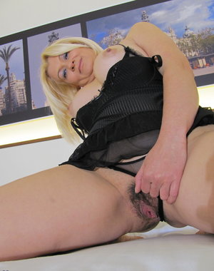Blonde mature slut playing on her bed