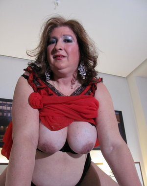 This big mature lady loves to play alone