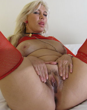 Blonde housewife jamming a dildo up her snatch