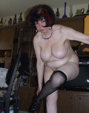 This housewife loves to get naked in the living room
