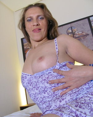 Naught mature Norma loves to get wet