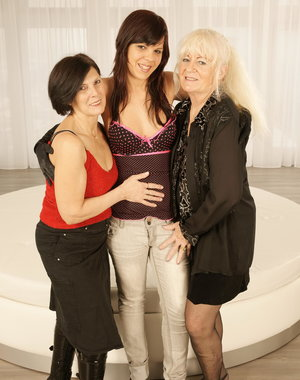 Three old and young lesbians go nuts