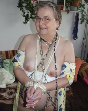 Bondage loving mature lady gets her fill