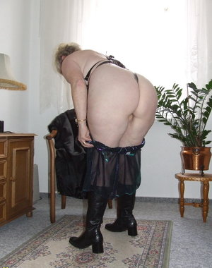 This kinky mama loves to show off her naughty outfit