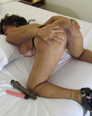 Big titted matue slut playing with her toys