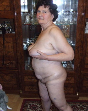 kinky amatuer mama getting naked