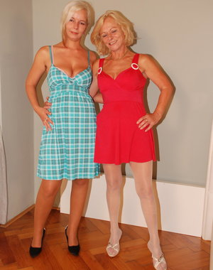 Two blonde old and young lezzies get it on