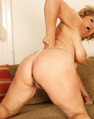 Hairy mature cougar playing with herself