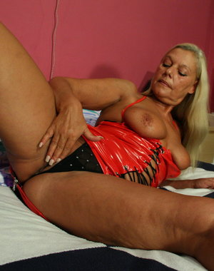 Blonde mature slut getting nasty with her dildo
