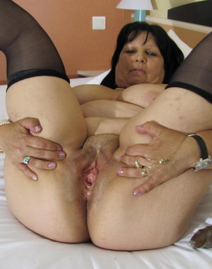 Chubby mamasita getting wild on rubber cock
