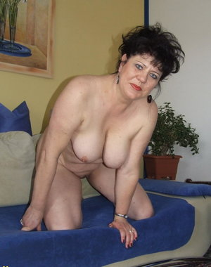 Horny housewife gives a special show at home