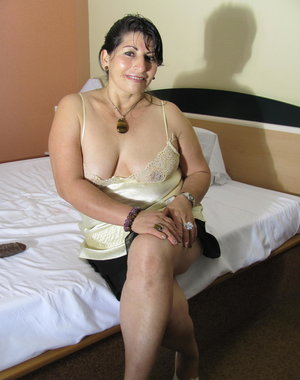 Horny housewife gets frisky on her bed