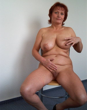 Hot mature slut showing her naked body