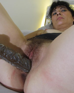 This hairy housewife loves to get herself wet