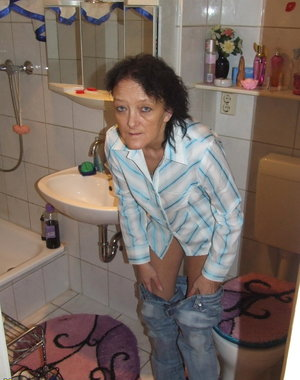 This housewife gets naked in the bathroom