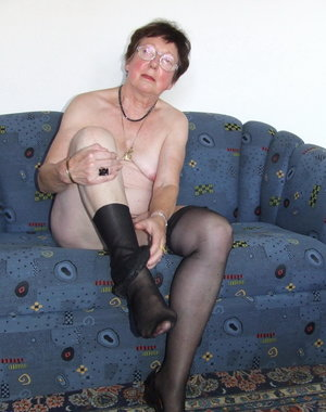 This mature lady loves to get naked and show it to us