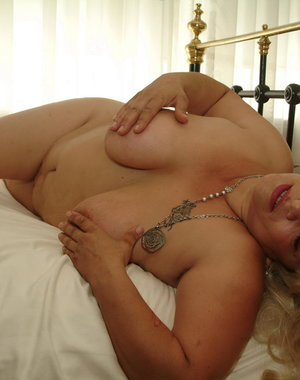 Big blonde mature slut playing with her body