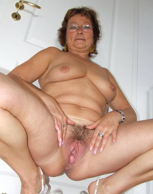 Hairy amateur housewife playing with her toy