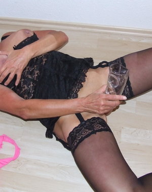Amateur mature slut playing with her toy in the bedroom
