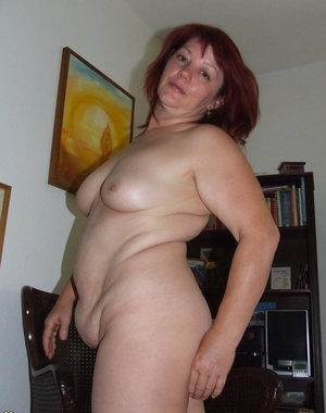 Amateur mature housewife playing with herself