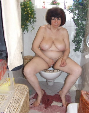 Chubby mature amateur gets naughty