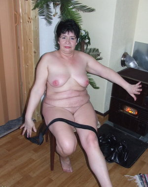 Amateur chunky wife showing off her goods