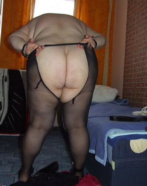 chubby amateur bondage freak playing with herself