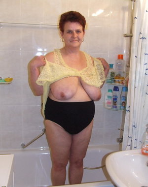 Chunky housewife caught in the shower