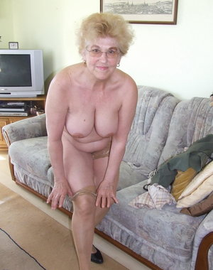 Mature amateur wife showing us her pink parts