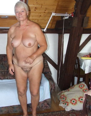 Amateur older lady caught shaving her pussy