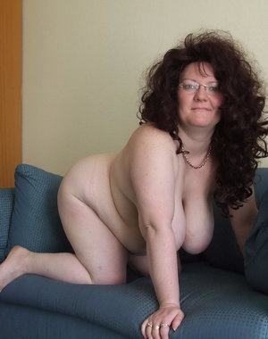 Big amateur mature lady got some big tits