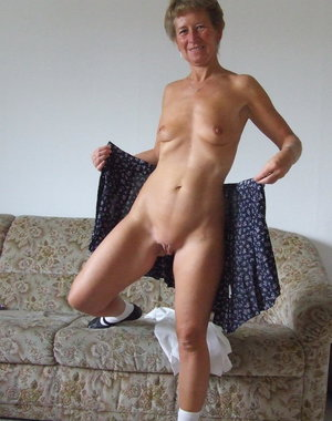 amateur mature lady loves to play dress up