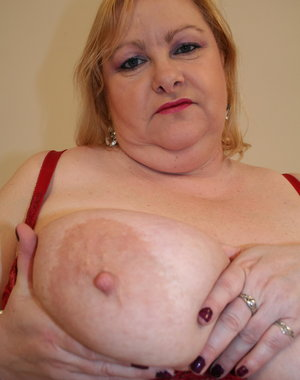 This big mature mama loves to get naughty