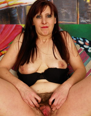 hairy mature muffin playing with herself