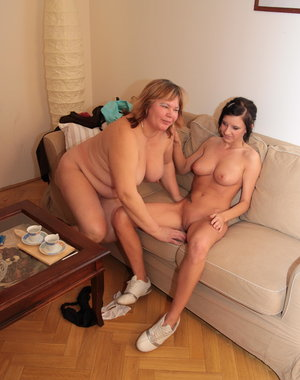 Big mature mama getting done by a hot teeny babe